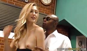Seks ze ślicznotką na stojaka