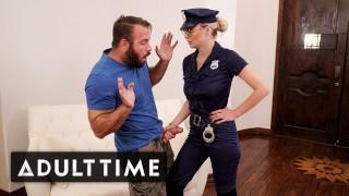 Wyruchał seksowną Policjantkę na kanapie