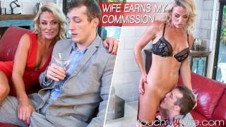 Seks z blondynką na skórzanej kanapie