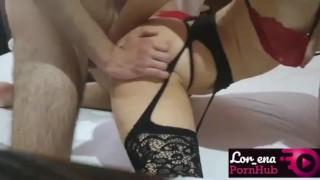 Laska w bieliźnie lubi seks od tylca