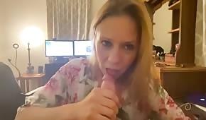 Żona z fiutem w ustach