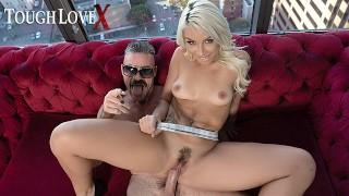 Seks w apartamencie z prześliczną laseczką