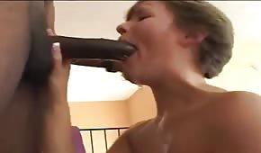 Duży czarny dydol specjalnie dla niej