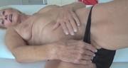Dojrzała masuje swoją muszlę