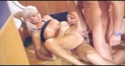 Seksowna blondyneczka wyruchana na ostro w toalecie