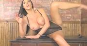 Mega śliczna brunetka z dużymi piersiami