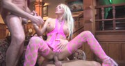Różowa Barbie na dwóch kutasach