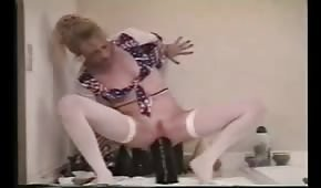 Seksowna mama na gumowym dildo