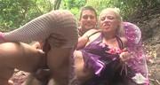 Boski seks z analną blondynką w lesie