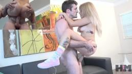 Seks na stojaka z niewielką blondi