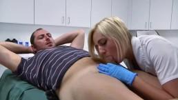 Pielęgniarka targa penisa