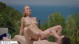 Seks na wakacjach z naturalną ślicznotką