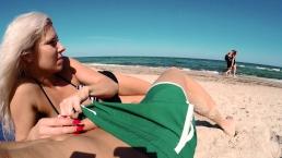 Lodzik na publicznej plaży