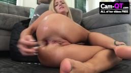 Laska masturbuje się analnie
