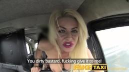 Seks w taksówce z blond laseczką