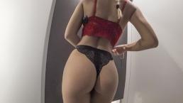 Seks z wysportowaną laską w przebieralni