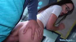 Seks z Czezką na stojaka