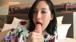 Czerwone pazurki masturbującej się Azjatki