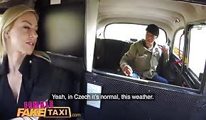 Rżnie niegrzeczną panią w taksówce