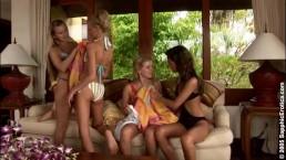 Cztery seksowne lesbijki w akcji