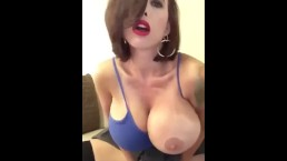 Sztuczne piersi gorącej mamuśki
