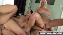 Seks z naturalnymi laluniami w czworokącie