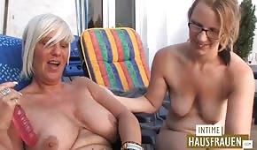 Nagie i niemieckie lesbijki fajnie się zabawiają