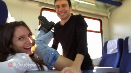 Seks w pociągu z łatwą brunetką