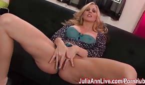Słodka masturbacja doświadczonej Julia Ann