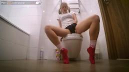 Szalona masturbacja w toalecie