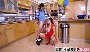 Posuwa erotyczną mamuśkę w kuchni