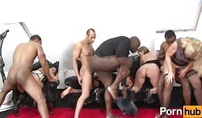 Grupowe porno z dojrzałymi suczkami