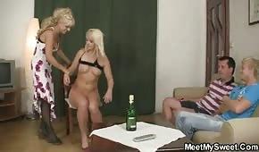 Mama i córka mają ochotę na seks