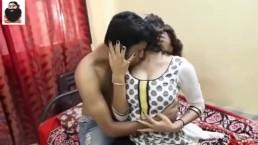 Wycałował i wyruchał Hinduskę