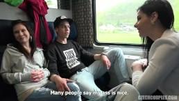 Wymieniają się partnerkami w pociągu