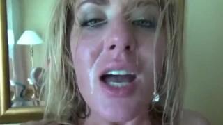 Analny seks z mamuśką w sypialni