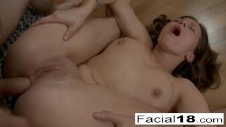 Analny seks z młodą suczką