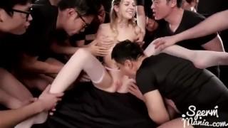Rebecca uwielbia ostry Gangbang