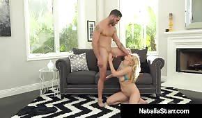 Seks na dywaniku z blond gwiazdą