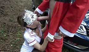 Święty mikołaj rżnie pielęgniarkę w lesie