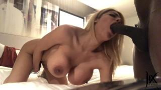 Porno mama bierze czarnego penisa do ust