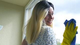 Seks na balkonie z wesołą blondynką