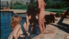 Ładne i naturalne dupeczki z lat 80-tych śmiało dają dupy