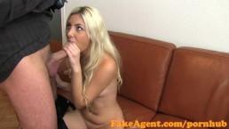 seks agent zapina dupodaje blondynkę