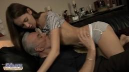 Dziadek uwielbia młode cipy