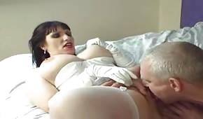 Wylizał jej pipę i pobawił się cyckami