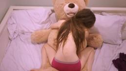 Młoda dziewiętnastka pragnie orgazmu