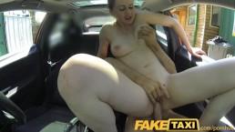 Napalona laska w fake taxi