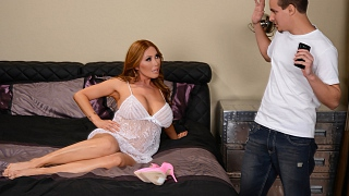 Brazzers – Kianna Dior, Sonny Nash Selfies With Your Mom